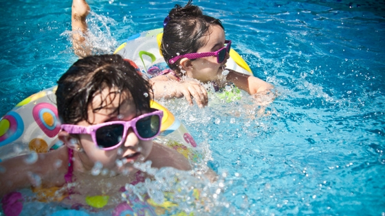 children learning how to swim